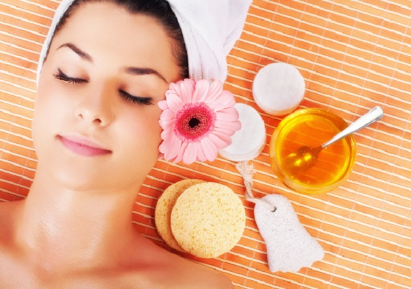 Mask with honey for face